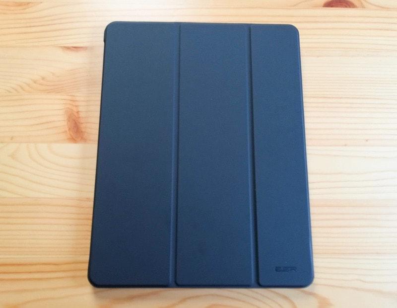 ESRのiPad Pro12.9専用ケース(マット・ブラック)のカバーの外側