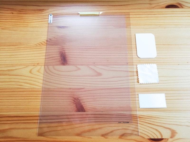 iPad Pro用保護フィルム『エレコム ファインティアラ 超透明』 の内容物