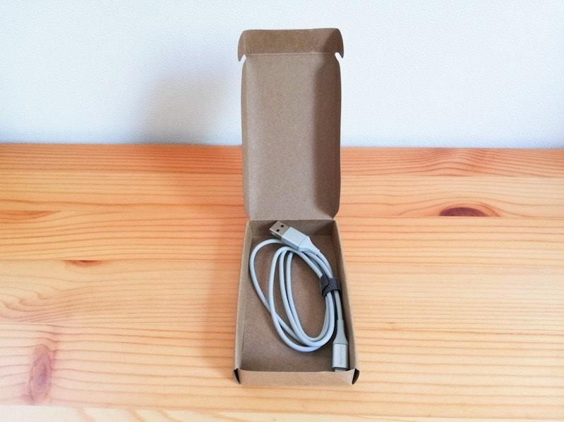 amazon basics ライトニングケーブルの箱の開封