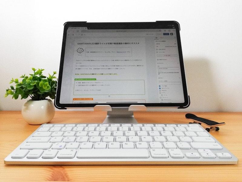 LamicallのiPad用スタンドに載せたiPad Pro12.9インチの作業環境