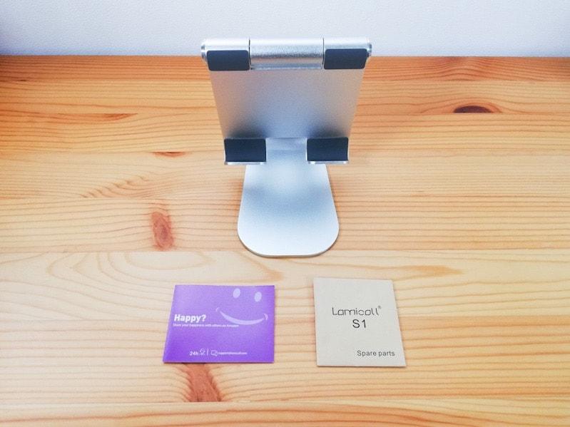 LamicallのiPad用スタンドの内容物