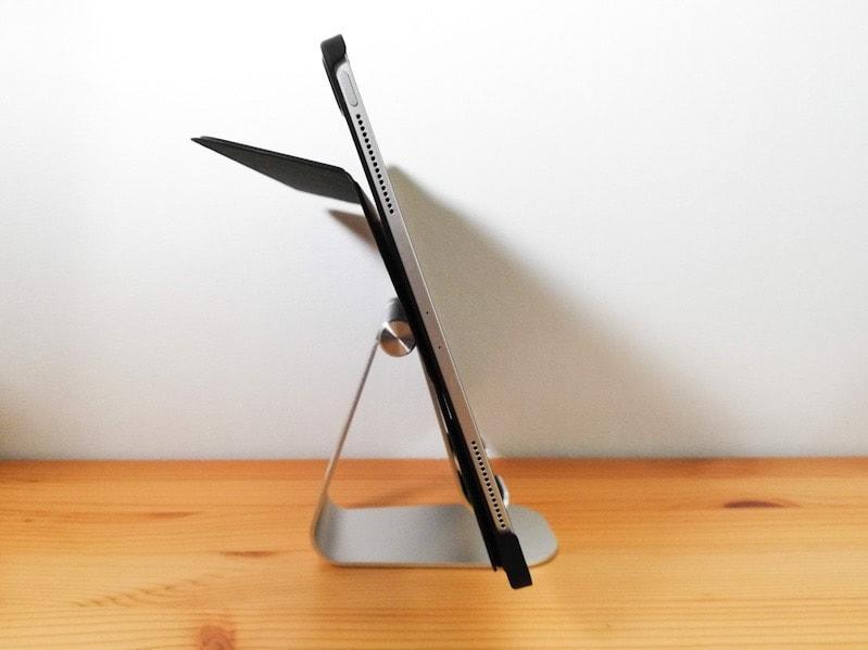 LamicallのiPad用スタンドに載せたiPad Pro12.9インチの横側