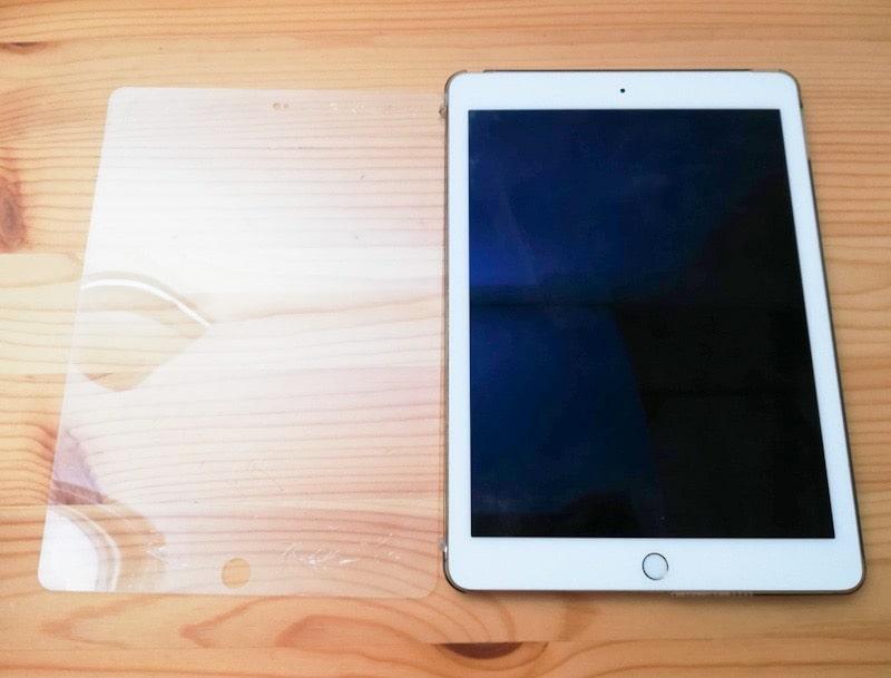 iPadの画面のフィルムを剥がした汚れ