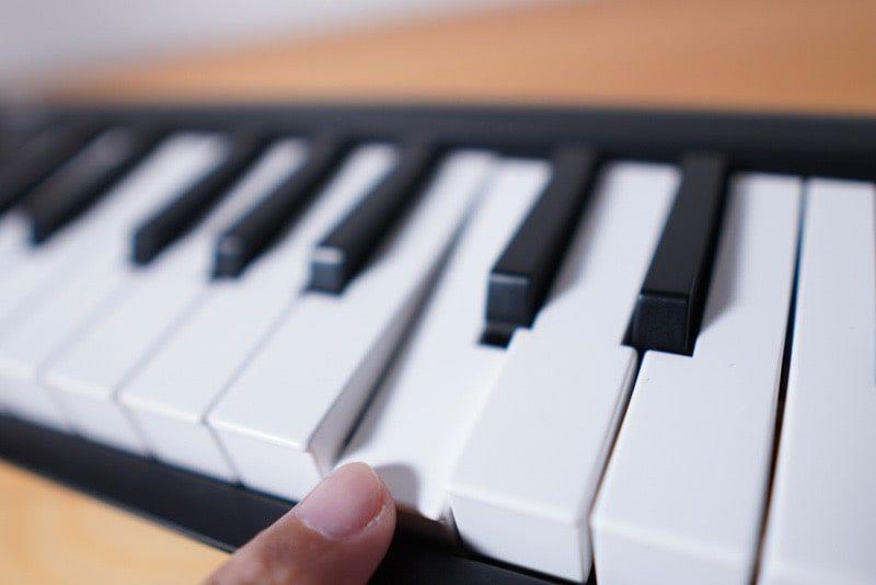 b iKORGのMIDIキーボード microKEY Airの鍵盤