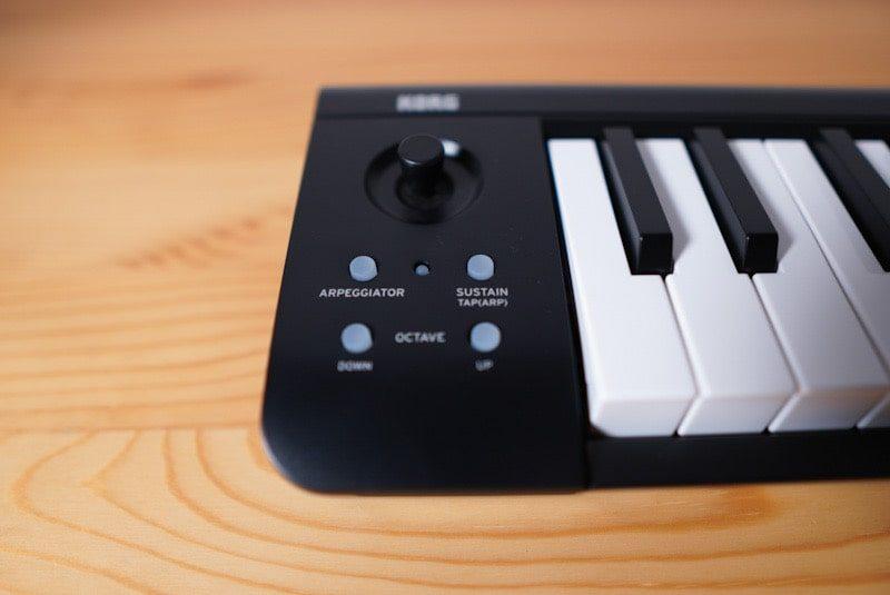 KORGのMIDIキーボード microKEY Airの本体横のボタン