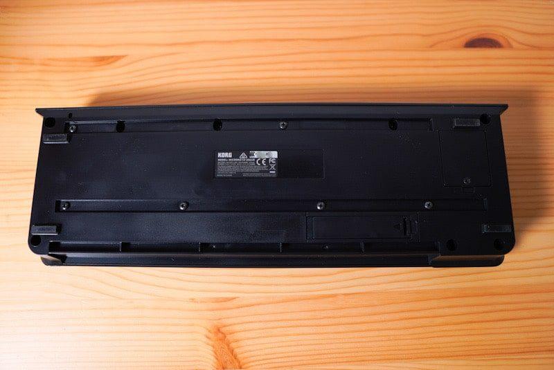 iKORGのMIDIキーボード microKEY Airの本体裏面