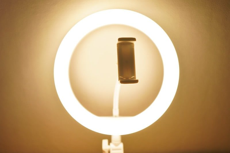 Neewerの卓上LEDリングライトの黄色