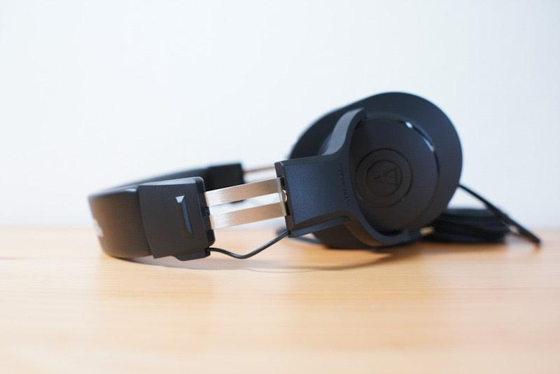 モニターヘッドホン『オーディオテクニカ ATH-M20x』のサイド