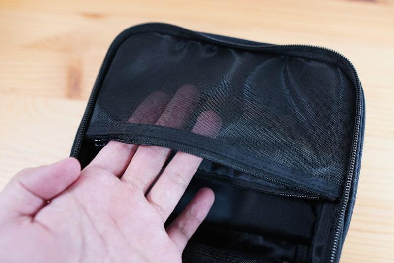 無印良品の吊るして使える洗面用具ケースのポケット